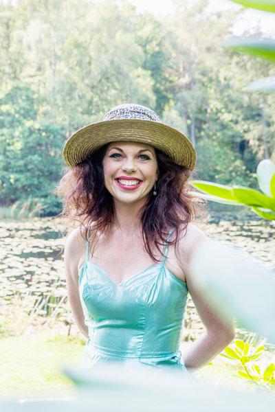 Evelyn Jons Musicalartist - artist - L